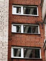 Установленные пластиковые окна в подъезд 11 этажного дома. Возле станции метро Проспект Ветеранов.