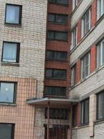 Старые окна в подъезде 11 этажного дома. Возле станции метро Проспект Ветеранов.