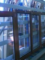 Деревянные окна на стенде остекления