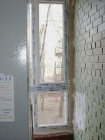 Установка пластикового окна в подъезде 11 этажного дома. Возле станции метро Проспект Ветеранов.
