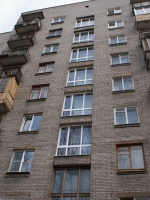 Установленные пластиковые окна в подъезде. г. Пушкин, Ахматовская улица.